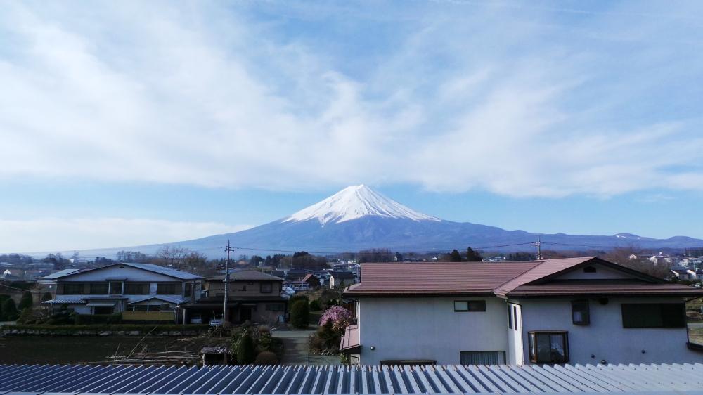 Le mont Fuji vu d'un ryokan de Kawaguchiko, près de Tokyo.