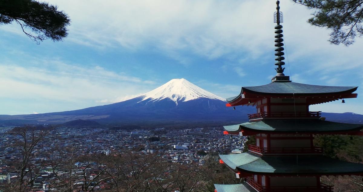 Le mont Fuji vu de la pagode Chureito à Kawaguchiko, près de Tokyo.
