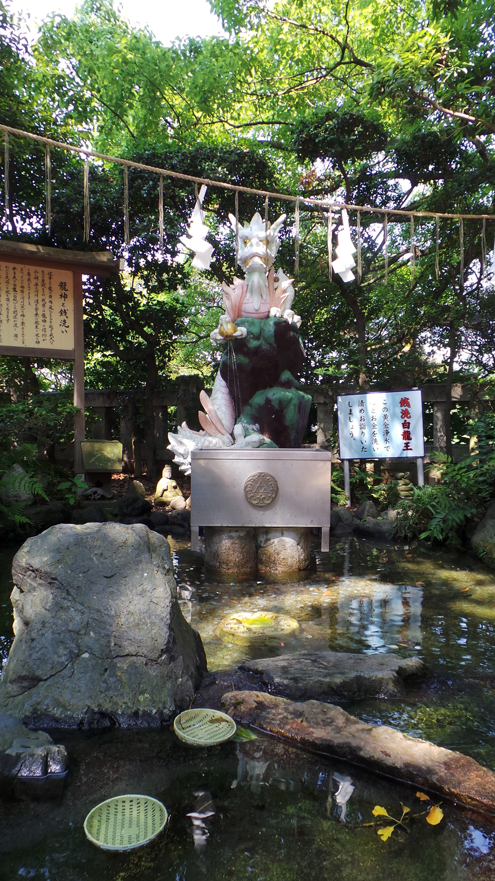 Fontaine dragon du temple d'Enoshima