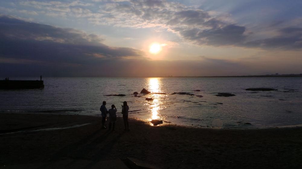 Couché de soleil sur la plage d'Enoshima