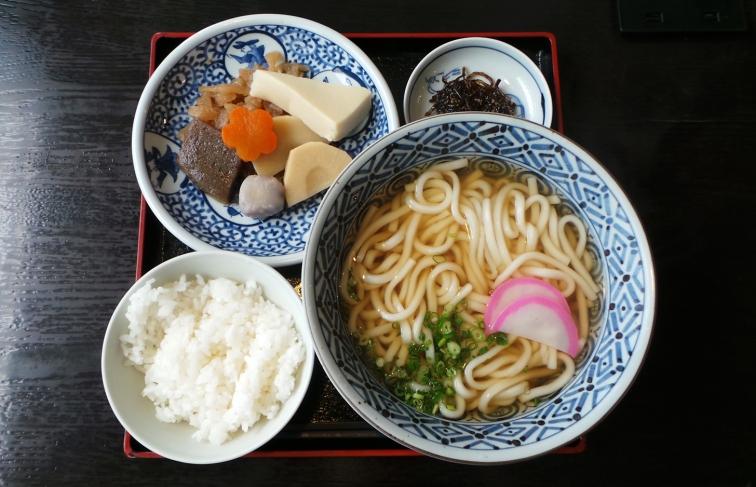 Udon et légumes, plat végétarien restaurant du temple Nanzoin à Fukuoka