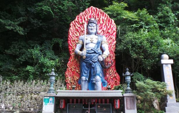 Fudo géant du temple Nanzoin à Fukuoka.