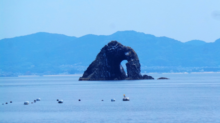 Le rocher troué de l'île d'Ainoshima, Fukuoka, Japon.