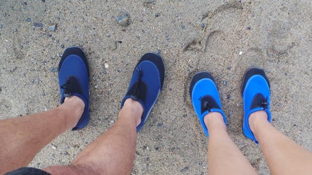 Chaussures de plongée sur la plage au Japon