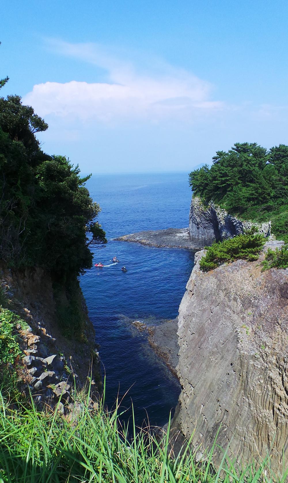 Vue des grottes de Nanatsugama