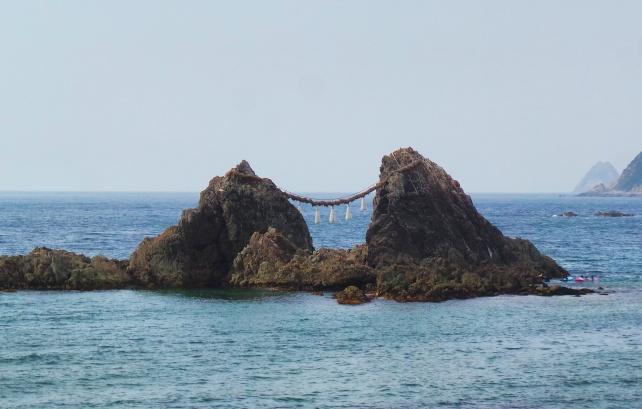 Le Sakurai Futamigaura Rock Couple, Itoshima, Fukuoka