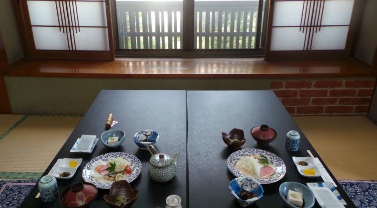 Petit-déjeuner typique de ryokan au Japon
