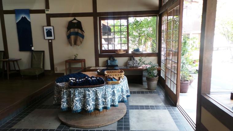 Jolie boutique de tissus bleus, Yufuin, Kyushu