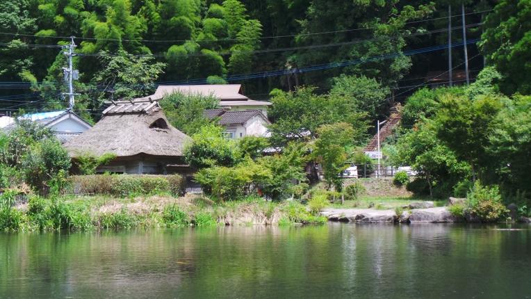 Lac Kinrin-kô, source principale des luxueux onsens de Yufuin.