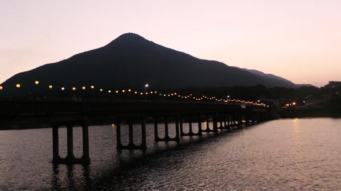 Romantique pont Miyanoura, sur l'île de Yakushima, Japon.