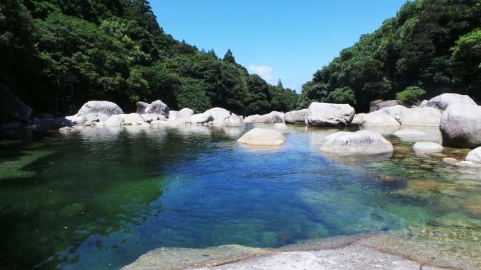 Piscines naturelles de Yokogawa sur l'île de Yakushima, Japon.