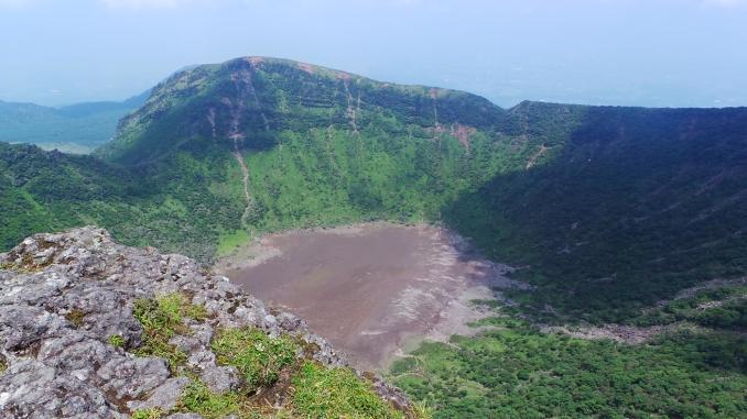 lac-o%cc%82nami-et-mont-karakuni-sommet-le-haut