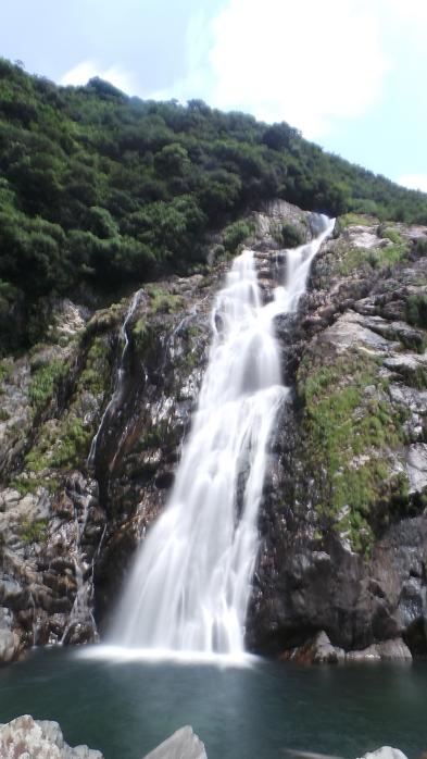 La cascade ohko-no-taki sur l'île de Yakushima, Japon.