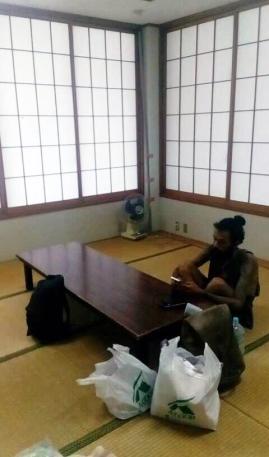 Dans le refuge de la mairie de l'île de Kumejima, Okinawa