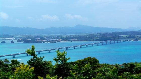Pont suspendu au-dessus de l'océan pacifique, Okinawa