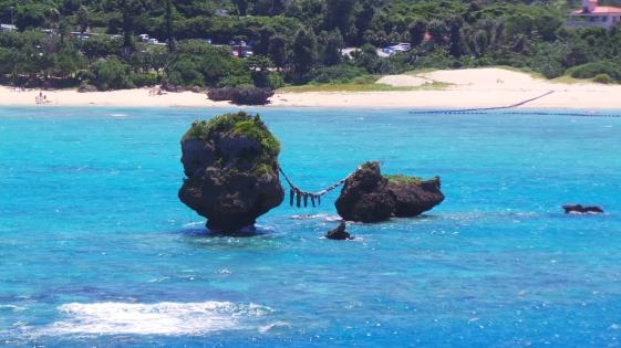 Vue sur le rock couple du cape Manza, Okinawa