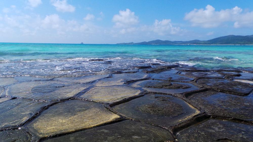 La tatami rock formation sur l'île de Kumejima, Okinawa