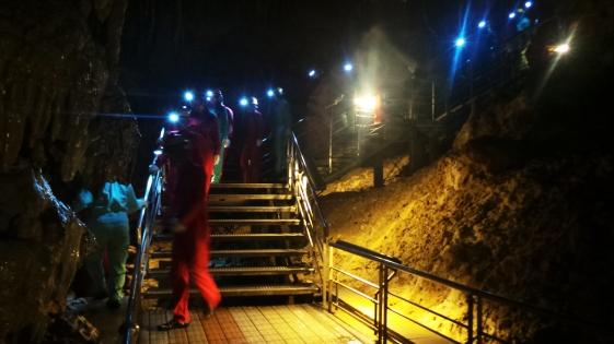 À l'intérieur de la grotte Gyokusendo de l'Okinawa world