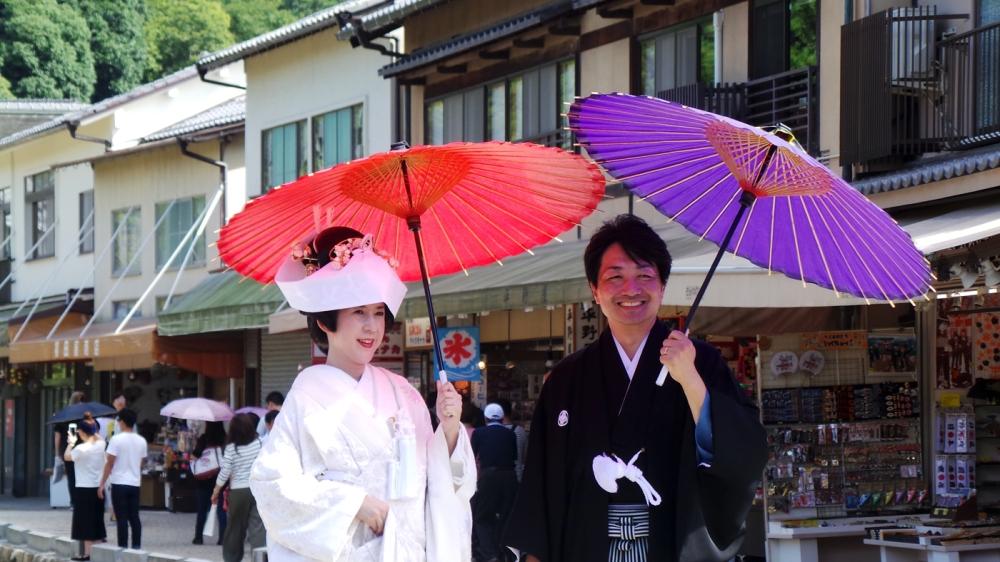 Mariage traditionnel sur l'ile de Miyajima, Japon.
