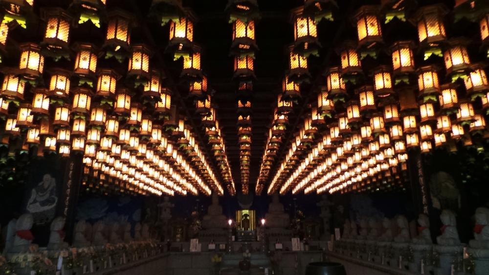 Visite de Daisho-in, temple au pied du mont Misen, Miyajima, Japon.