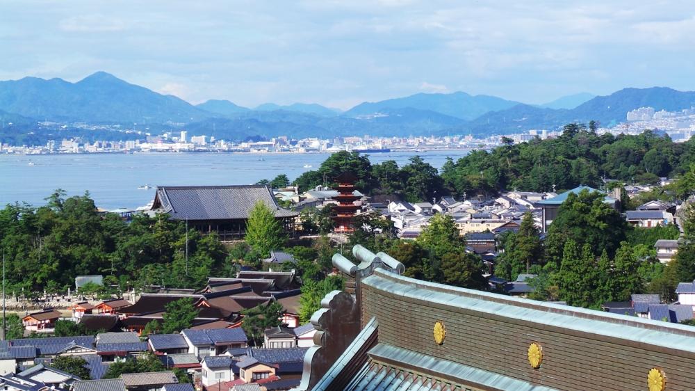 Vue sur Miyajima du temple Visite de Daisho-in, Miyajima, Japon.