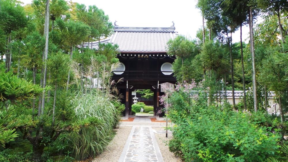 Belle porte d'entrée du temple Genkô-an, Kyoto, Japon.