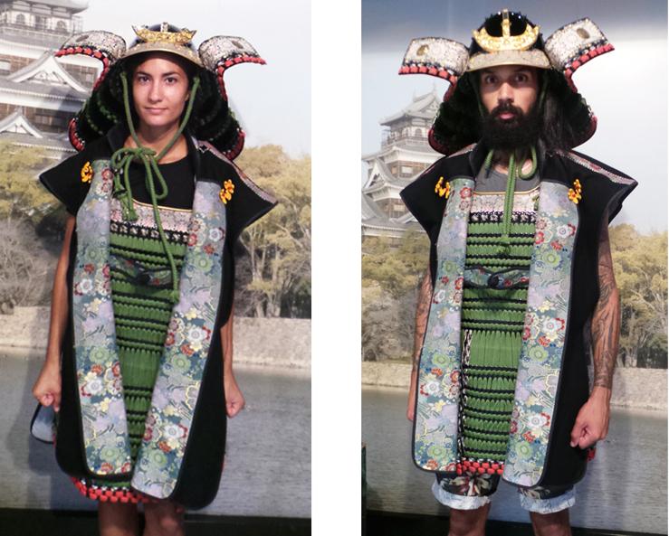 Costumes de samouraï au château d'Hiroshima, Japon.