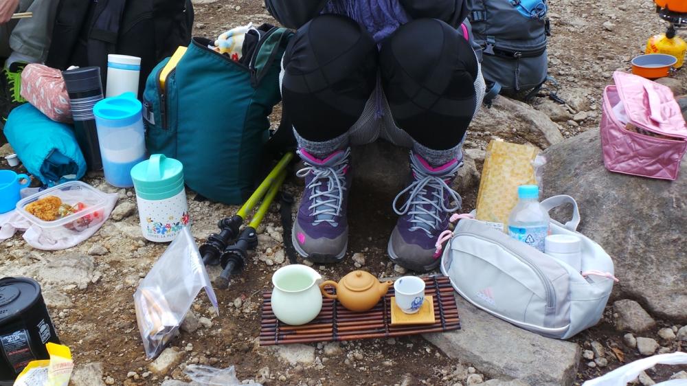Des Japonais équipés pour la randonnée, mont Akagi, Japon.