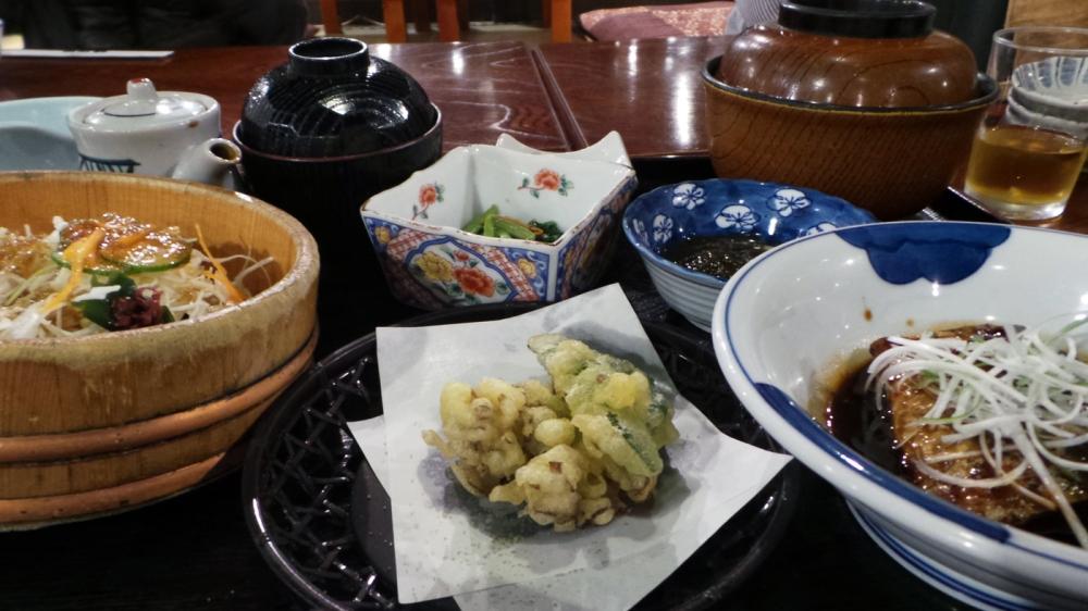Dîner traditionnel japonais, préfecture de Gunma, Japon.