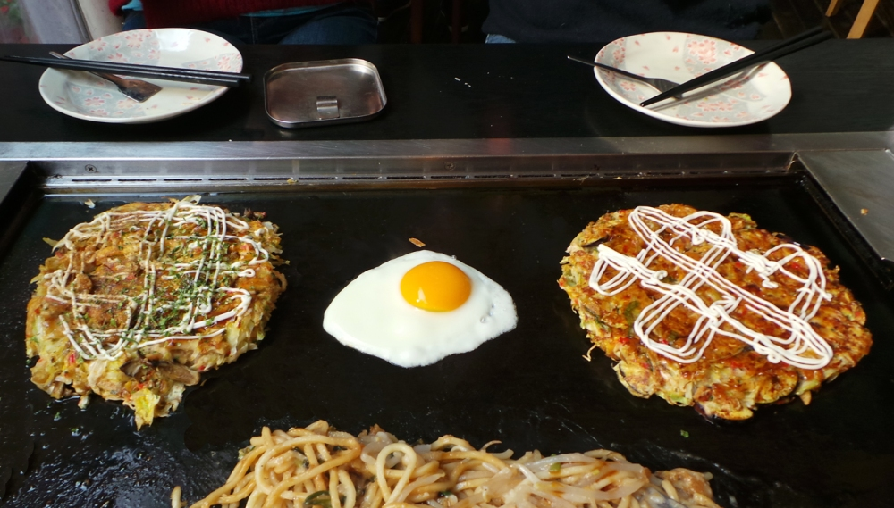L'okonomiyake, un plat traditionnel japonais à tester ! Tokyo, Japon.