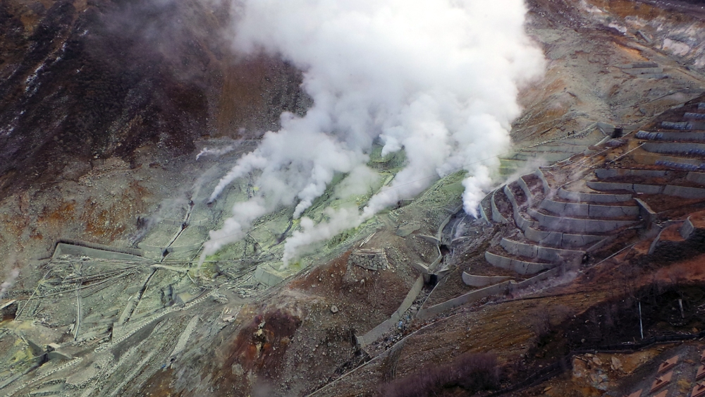 Fumerolles dans les carrières de souffre de Hakone, Japon.