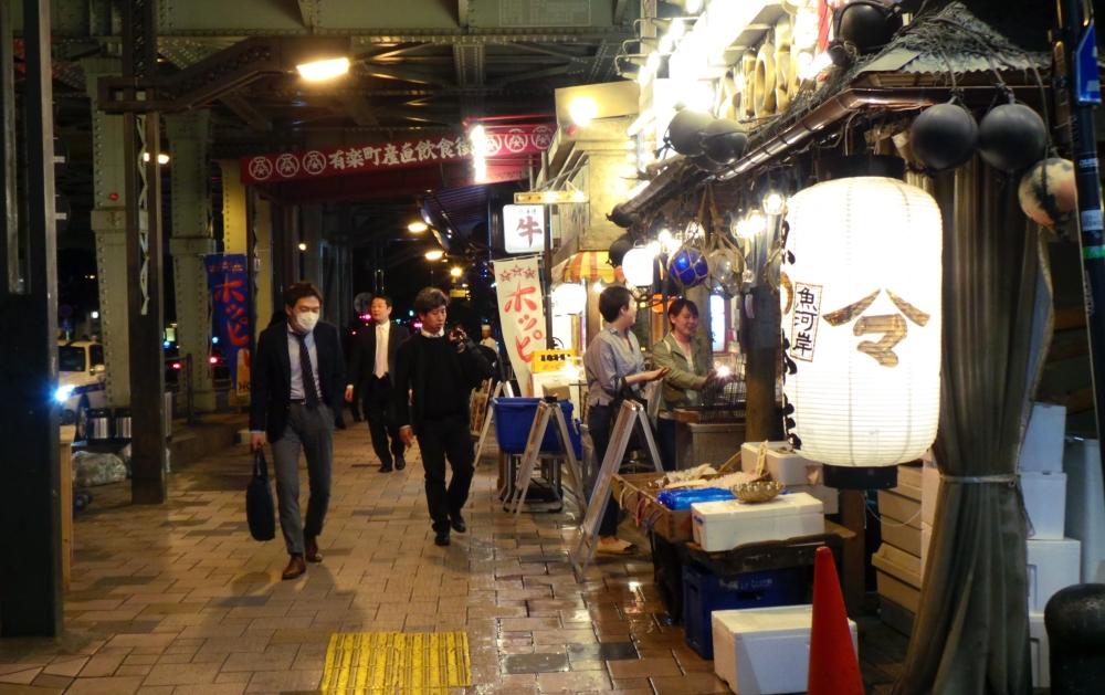 Yūrakuchō quartier à proximité de Ginza avec des restaurants sous le métro, Tokyo, Japon.