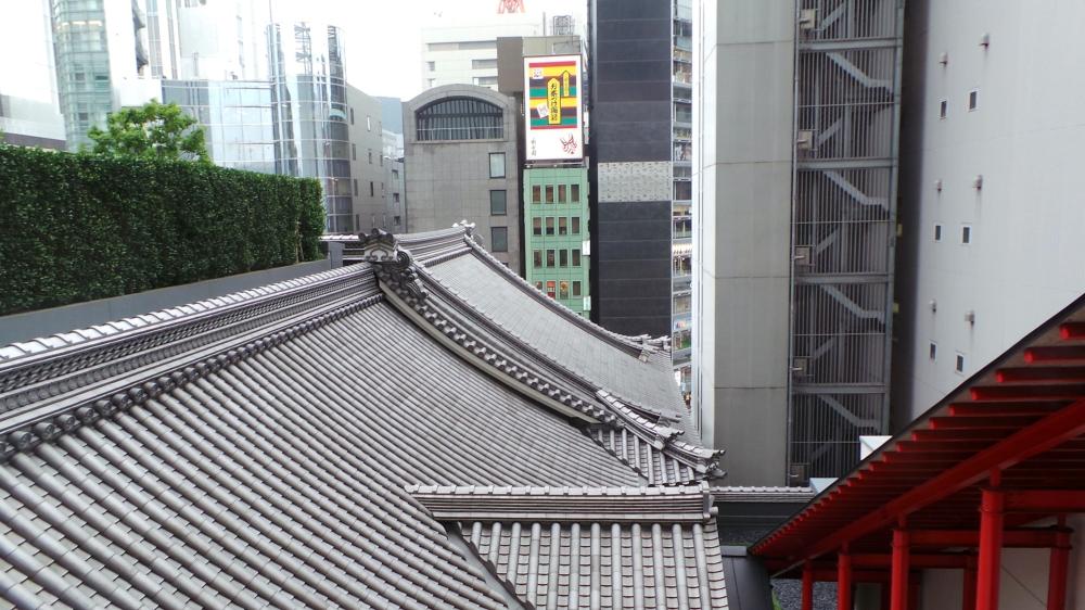 Jardin sur le toit du théâtre de Ginza Kabuki-za, Tokyo, Japon.