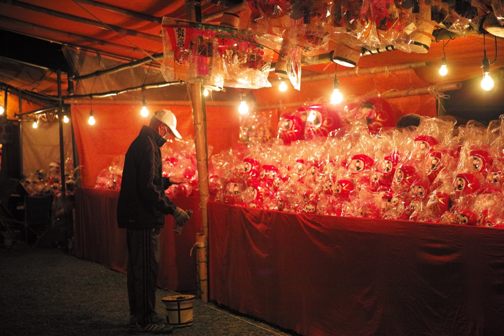 Festival du Daruma au sanctuaire Bishamonten à Fuji city, préfecture de Shizuoka, Japon.