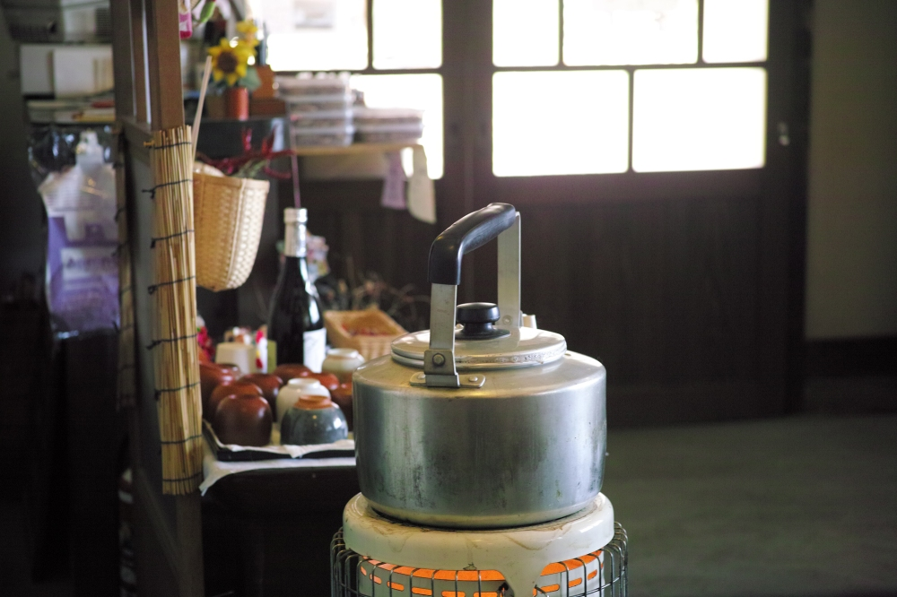 Déjeuner au village folk d'Iyashi no Sato à Fujikawaguchiko, au pied du Fuji, Japon