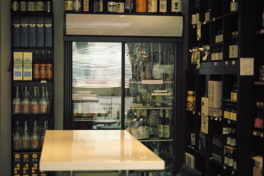 Belle sélection de saké japonais chez Issé à Paris.