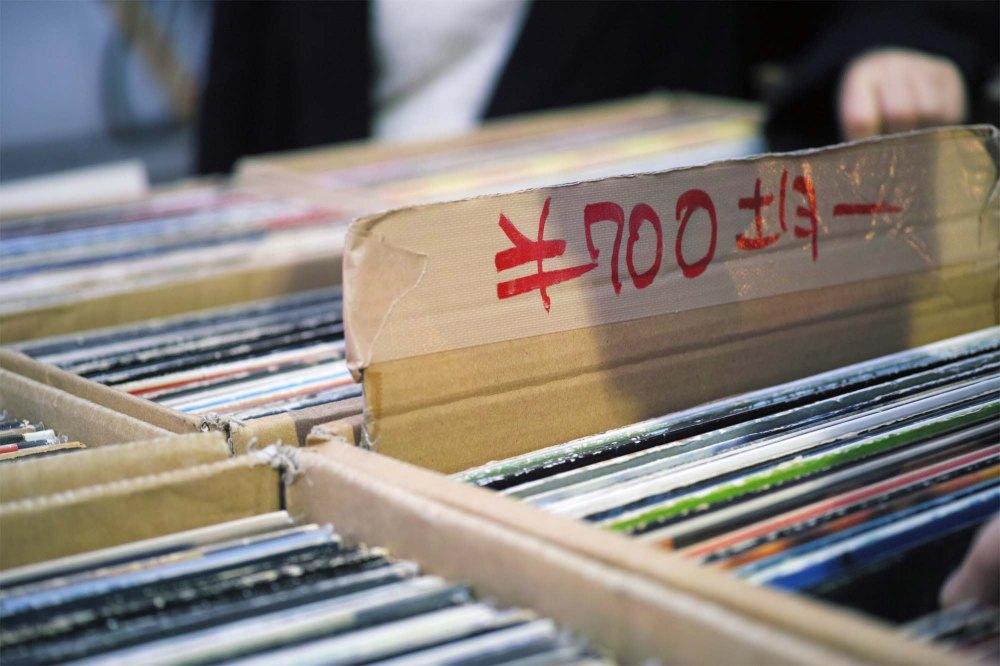 Acheter des vinyles dans le quartier de Shimokitazawa à Tokyo