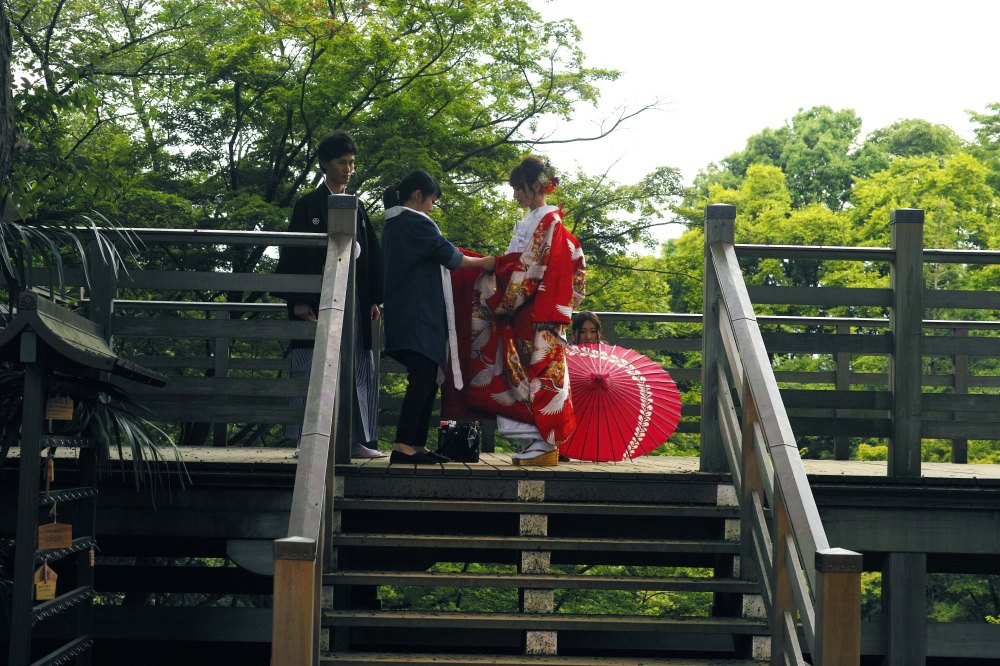 Mariage traditionnel japonais au temple Todoroki Fudo à Tokyo