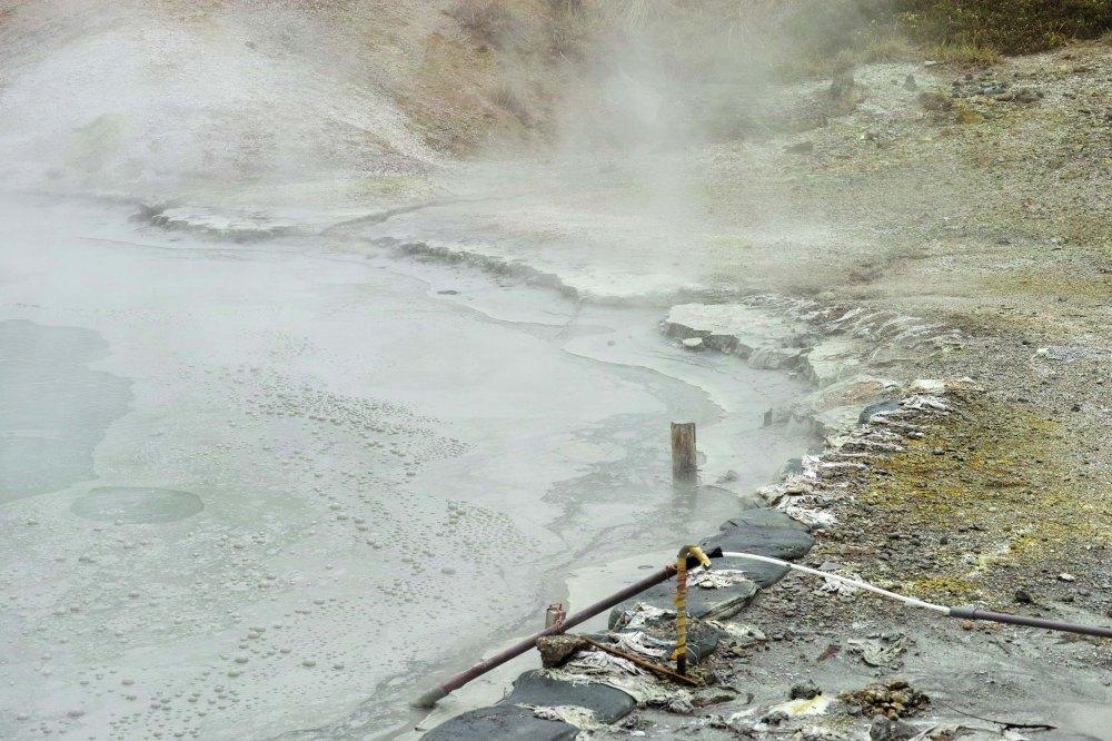 Les eaux brulantes du onsen du parc de Noboribetsu, au sud de l'île d'Hokkaido, Japon.