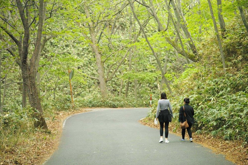Promenade dans le village onsen de Noboribetsu, au sud de l'île d'Hokkaido, Japon.