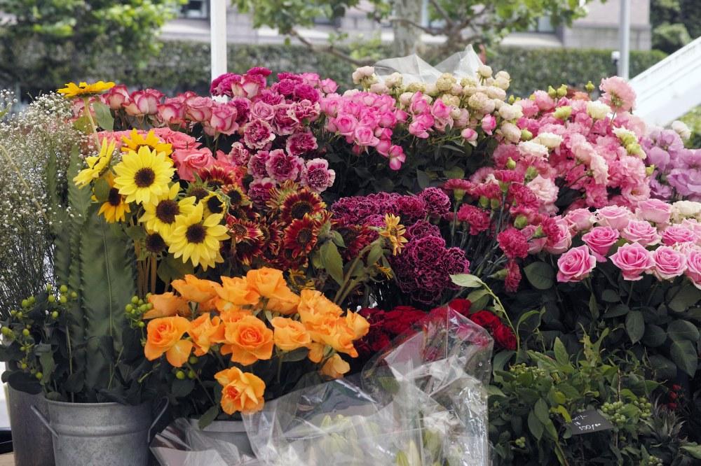 Stand de fleurs à l'Aoyama farmers market, Tokyo, Japon.