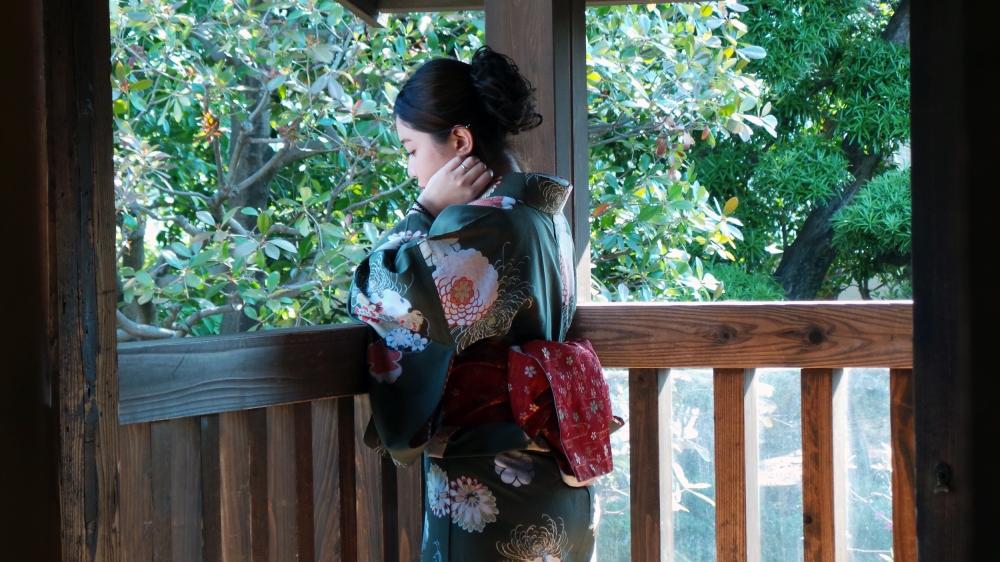 Japonaise pensive au palais de Kawagoe, la petite Edo près de Tokyo